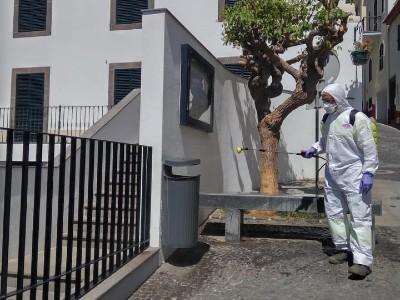 Trabalhos de desinfeção dos espaços públicos