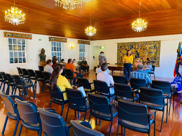 A Câmara Municipal da Ponta do Sol contrata mais 9 assistentes operacionais