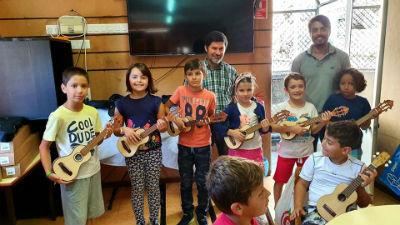 6 braguinhas entregues na Ponta do Sol no dia Mundial da Música