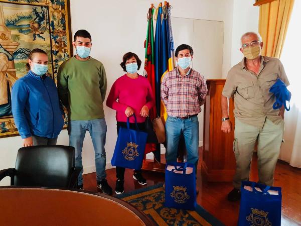 Continuamos a entregar o medicamento contra a Varroa aos apicultores da Ponta do Sol