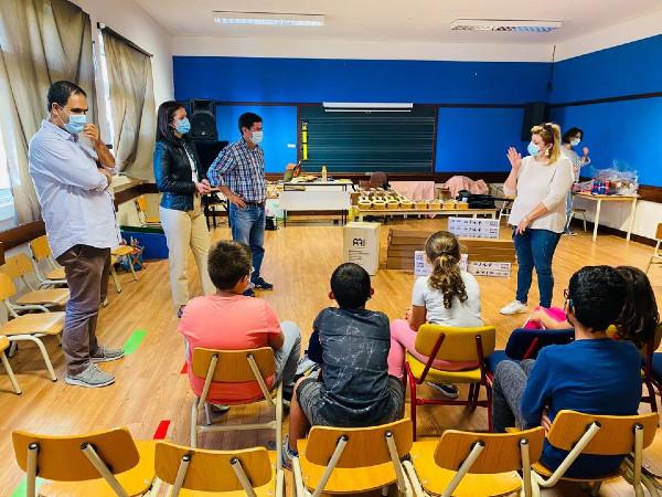 Entrega de material e instrumentos na Escola EB1/PE do Lombo dos Canhas