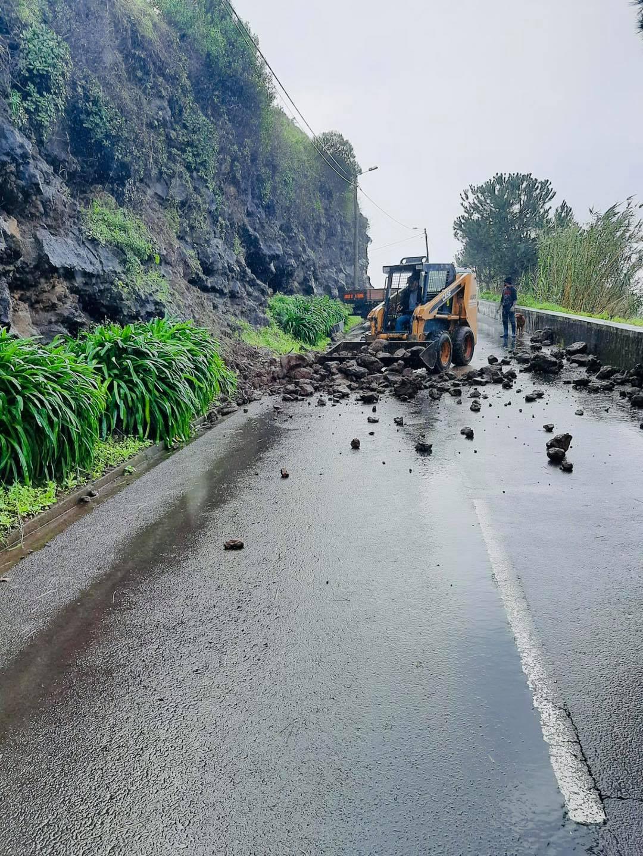 Reabertura ao trânsito da estrada Livramento - Levada do Poiso