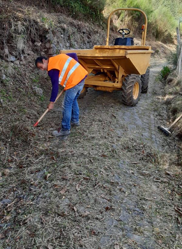 Ação de limpeza no Caminho da Quinta - Lombada